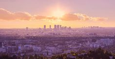 今日の一枚はこちら!ザッツLAの夕日。じっくり見れば、太平洋まで見えます!すてきー!    FlickrのJ. Phillipsさんの作品です。