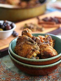 Chicken Tagine with Raisins and Pistachios- So delicious! Easy to do in the tagine. Paleo Chicken Recipes, Paleo Recipes, Low Carb Recipes, Real Food Recipes, Cooking Recipes, Savoury Dishes, Food Dishes, Main Dishes, Sin Gluten