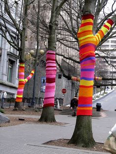 this is cute, i want to do it to my trees outside in winter.