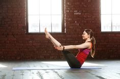 With the right yoga poses and practice, you can shed extra pounds off your belly. This list covers some of the most effective yoga poses for weight loss. Boat Pose Yoga, Cool Yoga Poses, Yoga To Increase Flexibility, Improve Posture, 30 Minute Yoga, Yoga Posen, Better Posture, Advanced Yoga, Yoga Positions