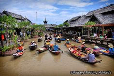 If you are unsure which floating market to visit on your trip to Thailand, Feet Do Travel will help! This handy guide advises the 6 best floating markets to visit in Thailand. Bangkok Travel, Thailand Travel, Khao Lak Beach, Lamai Beach, Cheap Air Tickets, Koh Chang, Pattaya Thailand, Hotel Reception, Koh Tao