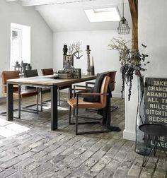 Wandstyling inspiratie klok kratten krat lamp kapstok decoratie styling natuurlijk - Eetkamer interieur decoratie ...