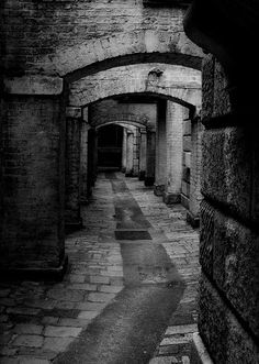 dark narrow street of London ? Alley in Old London. (I wonder if Jack the Ripper walked this way.)Alley in Old London. (I wonder if Jack the Ripper walked this way. Victorian London, Vintage London, Old London, East London, Old Pictures, Old Photos, Vintage Photos, 1920s Photos, London History