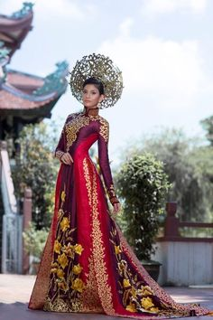Truong Thi May for Miss Universe 2013 - Vietnam National Dress