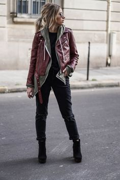 Camille Callen is rocking the tomboy style, creating a cute winter outfit by pairing an oversized red leather jacket with ripped black jeans and punky ankle boots. We love this badass style! Shirt: Zara Men, Jacket/Jeans: Asos.
