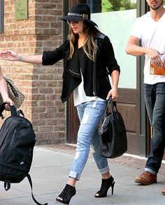 Loving this easy, yet pulled together, look from Lea Michele! | #fashion #style #OOTD
