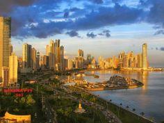 UN AMANECER EN PANAMA (day break in Panama City along the Balboa and Cinta Costera)