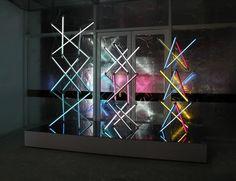 James Clar communique par tubes luminescents interposés