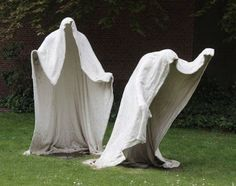 Outdoor Halloween decorations are getting more and more popular each year. Annually, you can find increasingly more of these outdoor Halloween decorat. Cement Art, Concrete Crafts, Concrete Art, Halloween Projects, Diy Halloween Decorations, Holidays Halloween, Halloween Crafts, Manualidades Halloween, Outdoor Halloween