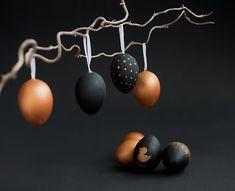 Schon lange haben wir keine DIY-Posts mehr geschrieben. In den nächsten Tagen werden wir einige Kreativ-Ideen veröffentlichen, denn Ostern steht vor der Tür und wir möchten Euch einige Dekovorschläge und Anregungen zum selbermachen vorstellen. Heute zeigen wir Euch Ostereier im edlen Look. DIY - Ostereier im edlen Look mit Kupfer Es ist ganz einfach die Eier herzustellen. Ich ...