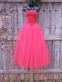 Red Cupcake Dress Velvet and Tulle Frothy Dream Hand Sewn 50s Prom Dresses, 1950s Party Dresses, Tulle Prom Dress, Vintage Dresses, Vintage Prom, Red Cupcakes, Cute Little Things, Princess Party, Hand Sewn