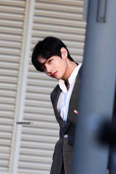 Taehyung sexy v kpop bangtan suit V Taehyung, Daegu, Bts Bangtan Boy, Bts Boys, Jimin, Bts Photo, Foto Bts, K Pop, Album Bts