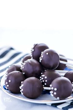 Learn how to make chocolate cake pops with this easy tutorial. All you questions about making cake pops answered! Use regular chocolate cake or gluten. Perfect Chocolate Cake, Chocolate Cake Pops, Gluten Free Chocolate Cake, How To Make Chocolate, Starbucks Cake Pops, Sweet 16, Cake Pop Tutorial, Birthday Cake Pops, Cake Pops How To Make