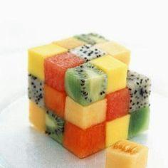 rubik's cube-food-art-culinaire Plus Cute Food, Good Food, Yummy Food, Food Decoration, Food Humor, Fruit Recipes, Salad Recipes, Food Design, Art Design