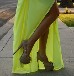 I HAVE THIS DRESS, and finally I know what shoes!! Thanks Kelly!!