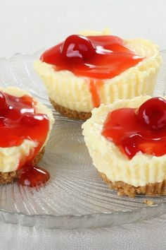 Mini Cheesecakes Recipe cal each): 12 low-fat vanilla wafers 3 oz. cream cheese, at room temperature 12 oz. fat-free cream cheese, at room temperature cup sugar teaspoon vanilla 2 eggs cherry pie filling Mini Cheesecake Recipes, Cheesecake Cupcakes, Cheesecake Bites, Mini Cheesecake Recipe With Vanilla Wafers, Cheesecake Calories, Healthy Cheesecake, Ww Recipes, Dessert Recipes, Dessert Food