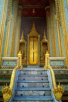 Architectural detail in the Grand Palace, Bangkok, Thailand √