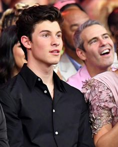 Me seeing Shawn Mendes 4 the first time in real life (which still hasn't happened ) Hot Salsa, Shawn Mendes Cute, Mendes Army, Army Love, Magcon, Reaction Pictures, Celebs, Celebrities, Perfect Man