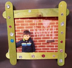 Kid's Crafts Photo Frame Refrigerator Magnets for Mother's Day Wooden Craft Sticks, Wooden Crafts, Craft Projects For Kids, Arts And Crafts Projects, Glue Crafts, Craft Stick Crafts, Acrylic Craft Paint, Sidewalk Chalk, Refrigerator Magnets