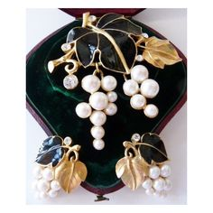 Kunio Matsumoto for Trifari grapes and leaves brooch and earrings Very... ($385) ❤ liked on Polyvore featuring jewelry and earrings