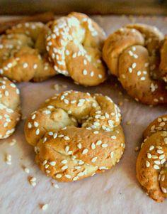 Εύκολα νηστίσιμα κουλουράκια κανέλας με λίγα υλικά Cinnamon Cookies, Bagel, Doughnut, Greek, Food And Drink, Vegan, Cooking, Desserts, Lent