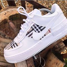 Dr Shoes, Nike Air Shoes, Hype Shoes, Adidas Shoes, Jordan Shoes Girls, Girls Shoes, Shoes Women, Cute Sneakers, Shoes Sneakers