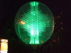 Riesen Ballon 14m gefertigt für Lanco für das Lichterfest Leipzig ... Anfertigung ausblasbarer Deco- und Kunstobjekte nach Kundenwunsch. ... Suchbegriffe: aufblasbare Bühnenbilder, aufblasbare landmarks, aufblasbare Messeojbkete, aufblasbare Bühnendeko ...