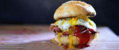 BURGER AΥΓΟ & ΒΑCON Hamburger, Sandwiches, Snacks, Chicken, Ethnic Recipes, Food, Hamburgers, Burgers, Paninis