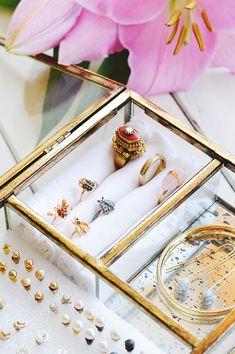 DIY-ringen-doosje-opbergen Vanity Organization, Jewelry Organization, Kitchen Organization, Organizing, Jewellery Storage, Business Planning, Bracelet Watch, Diys, Jewelery