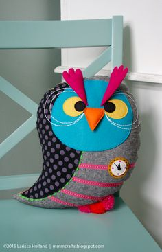 mmmcrafts: early bird/night owl prototype, malware and trust issues Owl Fabric, Fabric Dolls, Owl Sewing, Diy Cushion, Cushion Covers, Pillow Covers, How To Make Toys, Christmas Owls, Owl Crafts