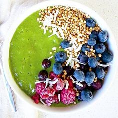 Gorgeous smoothie bowl by @rawstheway love the colours! www.zengreentea.com    #matcha #superfood