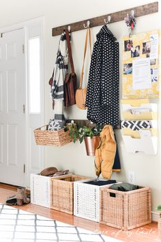 This #entryway makeover @anikolevai is just amazing! Love the #storage & the #diyprojects!