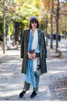 long layers. #PaulaGoldstein in Paris.