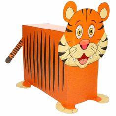 Tijger zelf maken knutselpakket / Sinterklaas surprise. Compleet basis bouwpakket om een tijger te kunnen maken zoals op de afbeelding. Dit pakket bestaat uit de basismaterialen en instructies die u nodig heeft om een tijger te knutselen van ongeveer 41 x 16 x 35 cm. Daarna kunt u de surpise naar eigen wens versieren en personaliseren. Er word een vel meegeleverd met de tijger strepen. Deze kunt u uitknippen en op de zijkanten plakken. Extra nodig: - Lijm - Schaar - Plakband / tape ...
