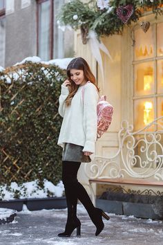 larisa costea, larisa costea blog, the mysterious girl, the mysterious girl blog, fashion blog, blogger, fashion, fashionista, it girl, travel blog, travel, traveler, ootd, lotd, outfit inspiration,look of the day,outfit of the day,what to wear, chicwish, chicwish sweater,white sweater, open back sweater, pulover chicwish,pulover calduros,warm sweater,khaki skirt, chicwish skirt, velvet skirt,fusta kaki,fusta raiat, cizme peste genunchi, long boots,over the knee boots,diva…