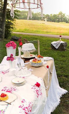 love outdoor table settings, and especially chandeliers :)