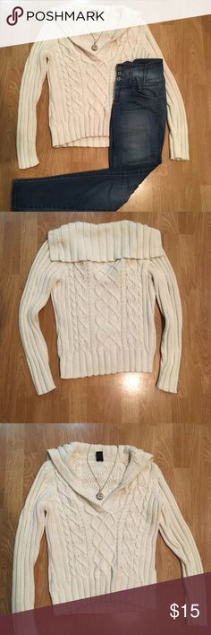 Ivory sweater Cable knit ivory sweater in a cute cable knit. No flaws! GAP Sweaters