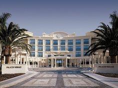 Die Eröffnung ist erst für das Jahr 2017 geplant, dennoch sorgt das Fashion Branded Hotel bereits für Aufsehen. Die Pläne sehen vor, dass das Versace Hotel dem, neoklassizistischem Stil angepasst werden soll.