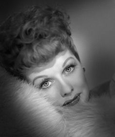 to ] Great to own a Ray-Ban sunglasses as summer gift.Lucille Ball - so and made me really laugh. Couldn't wait until the next show. Great b TV early Hollywood Glamour, Classic Hollywood, Old Hollywood, Hollywood Stars, Divas, Lucy And Ricky, Lucy Lucy, Lucille Ball Desi Arnaz, Cinema Tv
