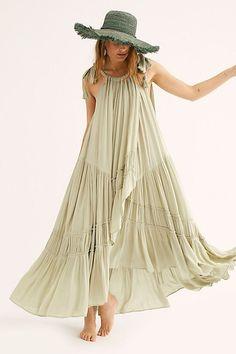 Women's maxi dresses for any occasion. Shop Free People's selection of black & white maxi dresses, floral maxi dresses & lace maxi dresses. Edgy Dress, Casual Dresses, Summer Dresses, Maxi Dresses, Party Dresses, Fashion Dresses, Tutu Skirts, Santa Maria, Moda Boho