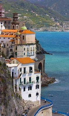 A bend to Atrani, Amalfi Coast, Italy (by chipotles)