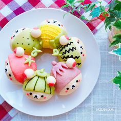 Instagram 上的 なみえ:「 2016.7.12 . 今日の被り物コリラックマは夏野菜🍅🌽🍆🍉 . トマト、南瓜、なす、スイカ、とうもろこし、きゅうりです😊 . . なんだか納得いかなかったけど…postです😁 . . #vegetables #foodart #korilakkuma #rilakkuma… 」 Japanese Bread, Japanese Snacks, Japanese Sweets, Cute Food Art, Creative Food Art, Delicious Food Image, Cute Bakery, Kawaii Dessert, Bread Art