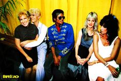 1983 - BACKSTAGE OF SERIOUS MOONLIGHT .....!!!!!  BETTE MIDLER, DAVID BOWIE, MICHAEL JACKSON, GEORGANNE LaPIERE & CHER .....!!!!!  PHOTO BY : DENIS O'REGAN .....!!!!!  #BETTEMIDLER   #DAVIDBOWIE   #MICHAELJACKSON   #CHER   #IMÁGENESMUSICALES   #AMANKAYFLOWER   #BRUJO