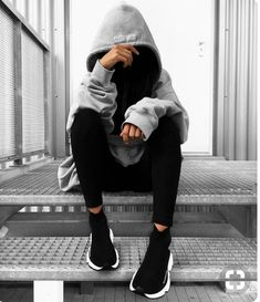 👻 j'adore Who's also in love with big big hoodies ? Girl Photo Poses, Girl Photography Poses, Tumblr Photography, Girl Photos, Teenage Girl Photography, Mode Outfits, Girl Outfits, Sporty Outfits, Trendy Outfits