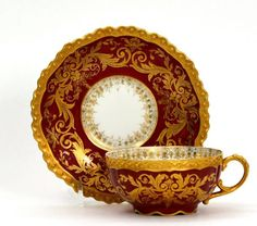 Šálek na čaj * červený, zlatem malovaný porcelán.