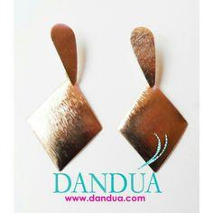 Pendientes latón dorado, disponibles en la web Www.dandua.com  #bydandua #moda #complementos #gangas #pendientes #earings #dorado #gold #elegantes #nopesannada