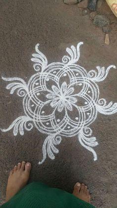 Rangoli Side Designs, Simple Rangoli Designs Images, Free Hand Rangoli Design, Small Rangoli Design, Rangoli Patterns, Rangoli Designs Diwali, Rangoli Designs With Dots, Beautiful Rangoli Designs, Latest Arabic Mehndi Designs