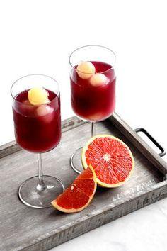 ボジョレー 飲み残ったら「サングリア」にしない?💛|レシピブログ Cocktail Recipes, Cocktails, Grapefruit, Panna Cotta, Food And Drink, Wine, Vegetables, Ethnic Recipes, Blog