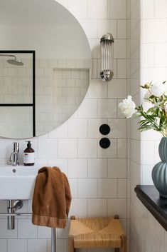 Relaxing Bathroom, Baby Bathroom, Art Deco Bathroom, Family Bathroom, Small Bathroom, Bathroom Design Inspiration, Bathroom Interior Design, Home Interior, Decoration Inspiration