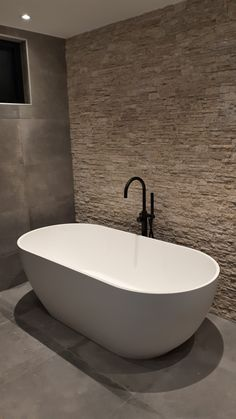 Bathroom Inspo, Bathroom Inspiration, Penthouse Apartment, House Extensions, Home And Living, Charlotte, Sweet Home, Bathtub, Mood